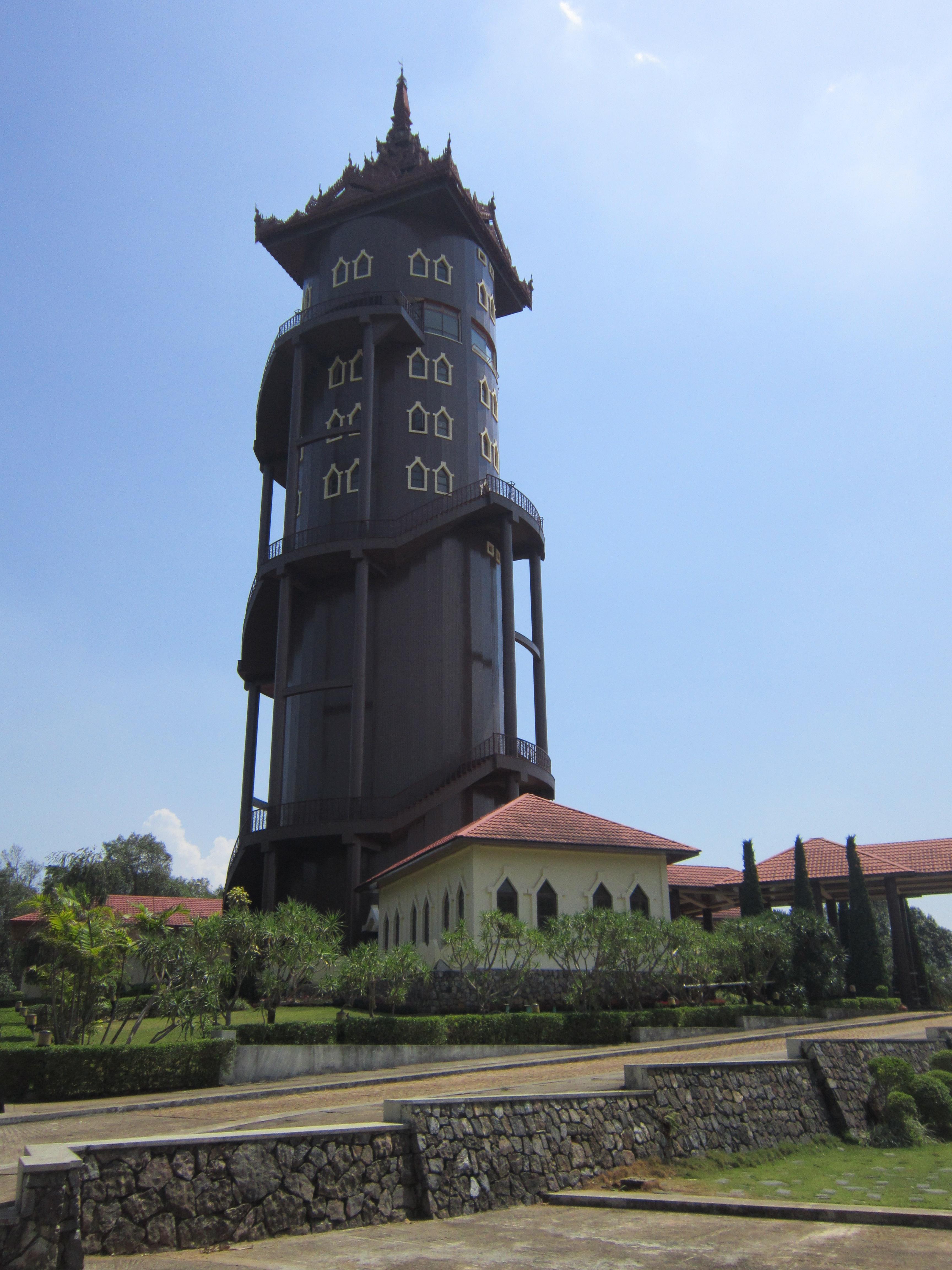 Pyin Oo Lwin - National Kandawgyi Botanical Gardens - Viewing tower