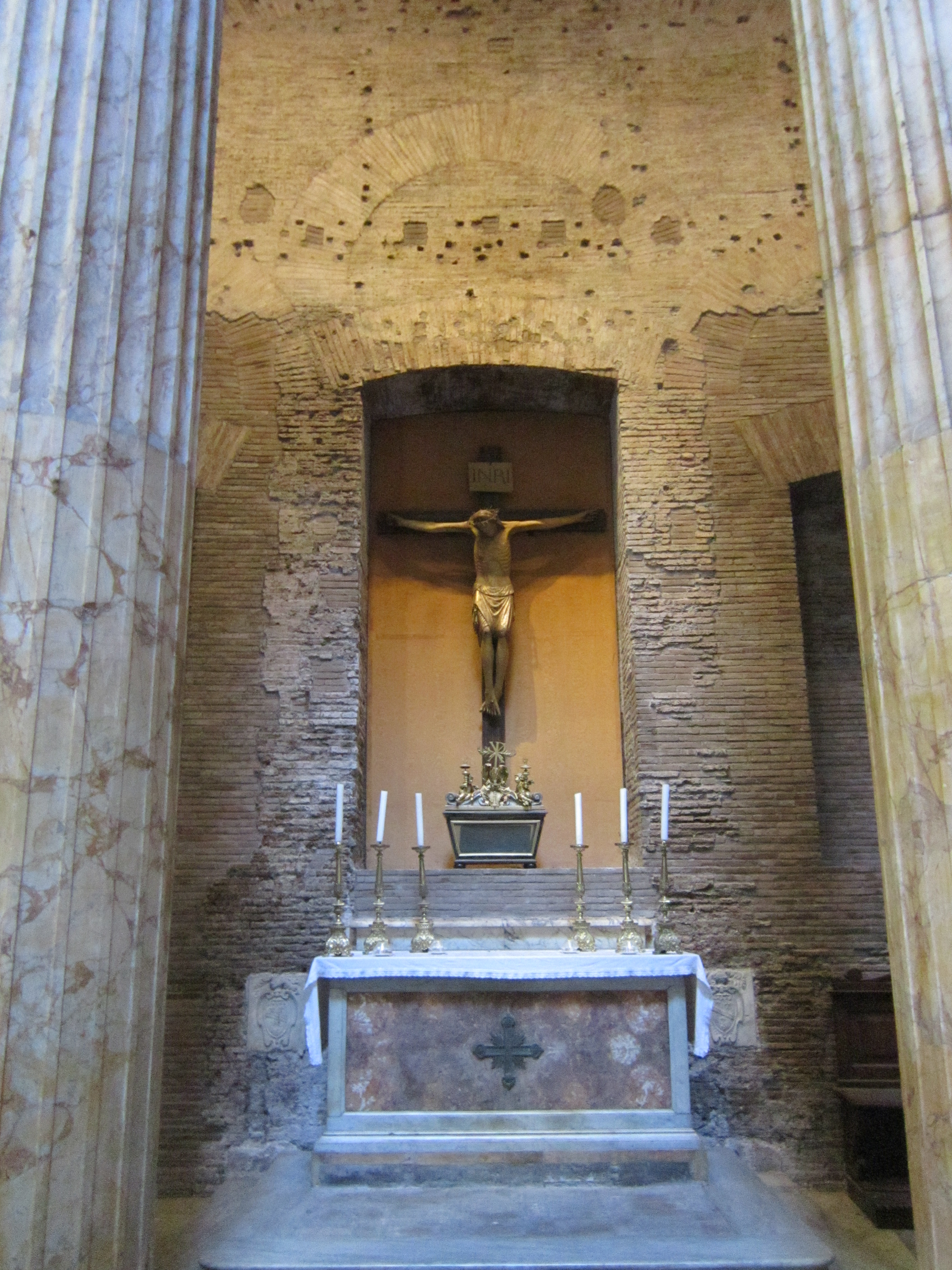 things to do in Rome - christian shrine inside the The Pantheon