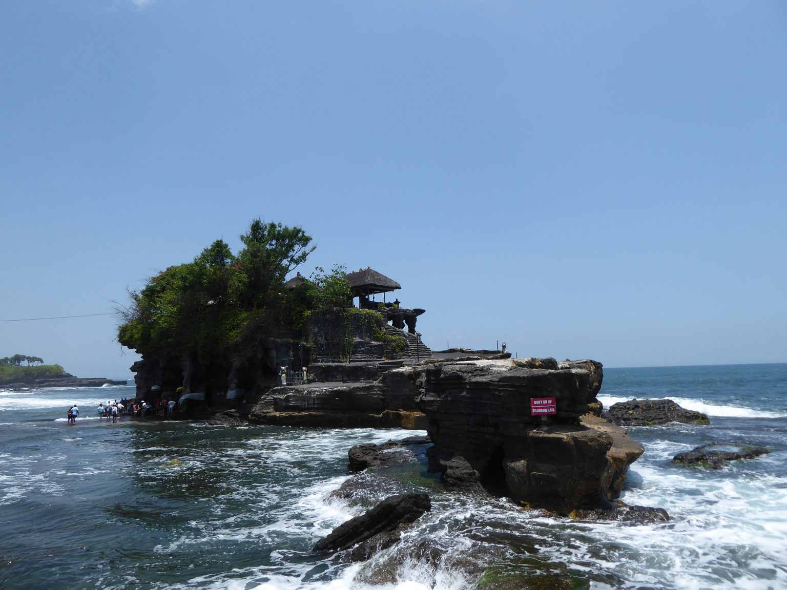 Vie wof Tanah Lot Temple - backpacking Bali